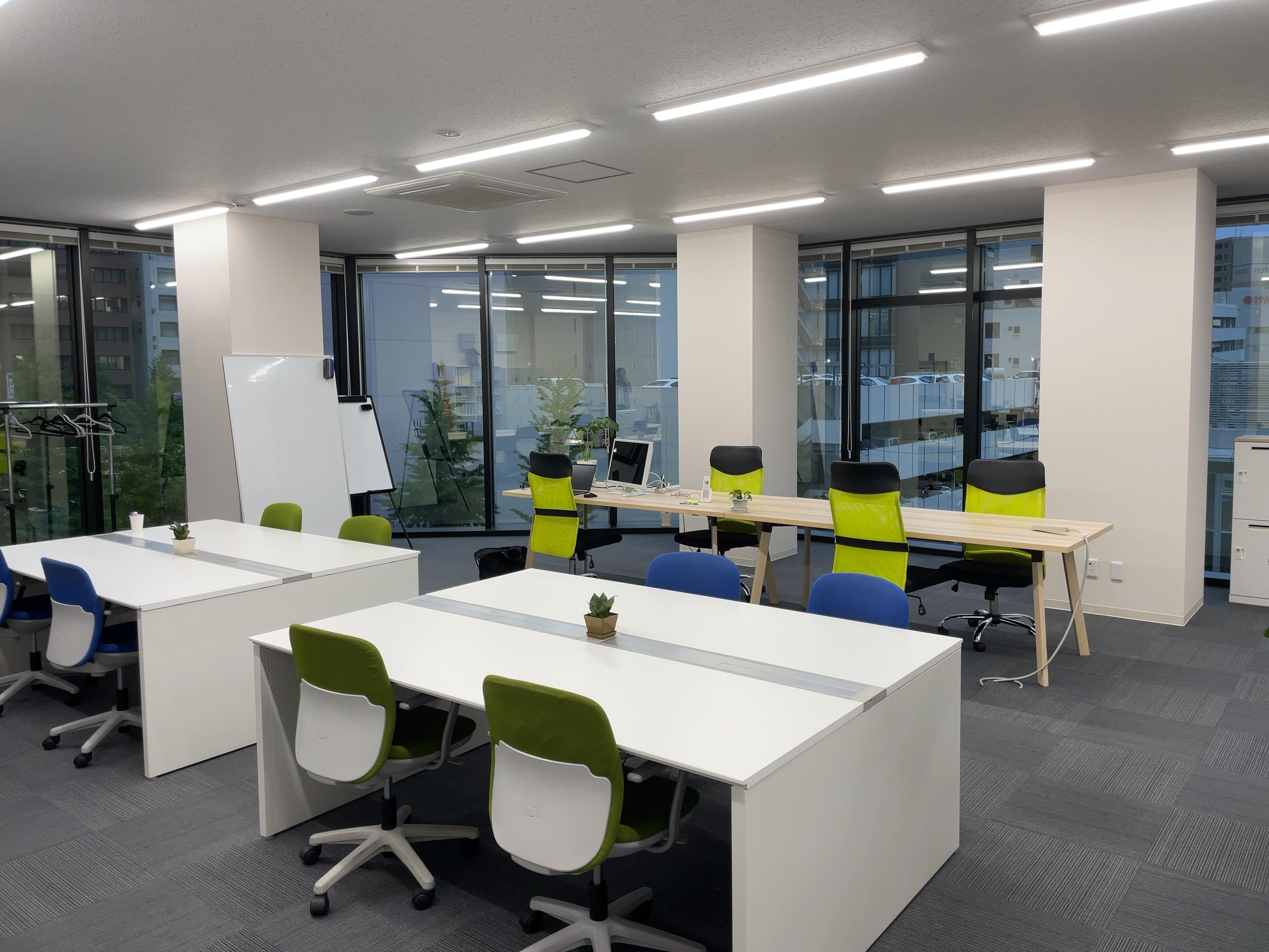 INSIGHT LAB新潟研究開発センターのオフィス風景